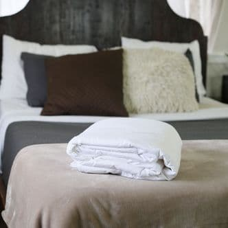 Single Silk-Filled Duvets, 100% Natural, Hand-finished to Perfection