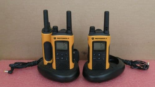 3x Motorola TLKR T80 Extreme 8-Channel 10Km Walkie Talkie Radio Charging Docks